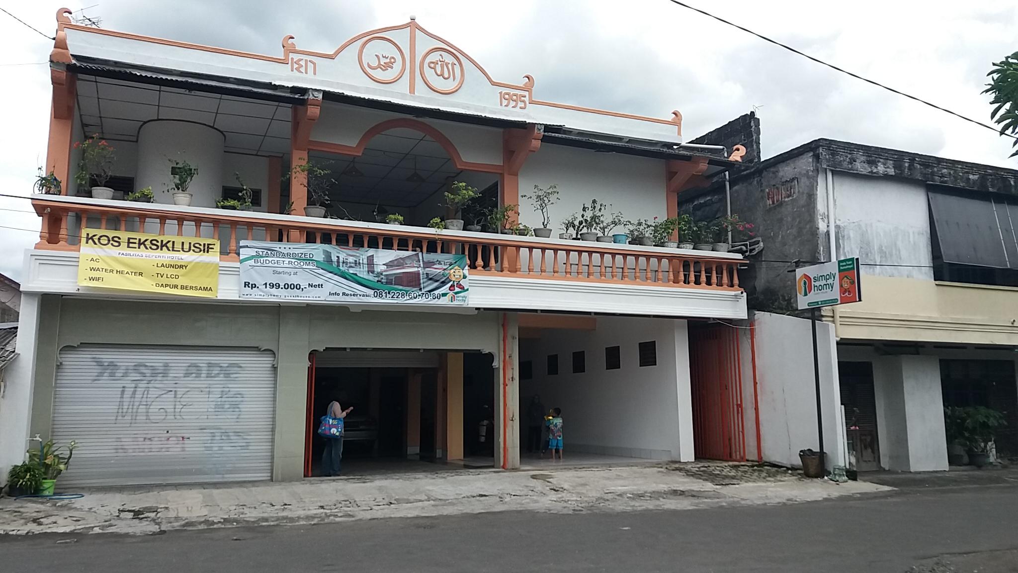 Tampak depan bangunan Simply Homy Condong Catur